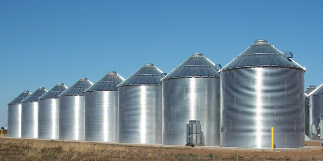What kind of precautions do you need before loading the silo?